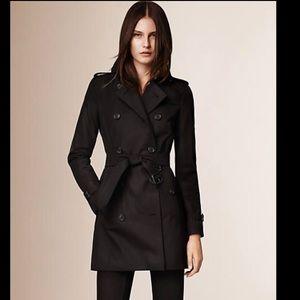 Burberry Kensington short trench coat